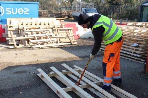 Denailing at the Southampton Wood Recycling Project