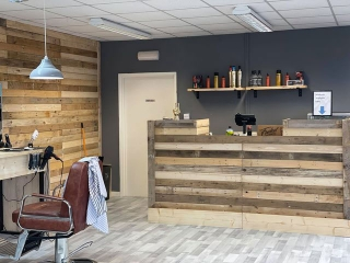 Faded Barber Shop Pallet Wall & Counter