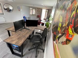 Bank of Hotovo Office desks