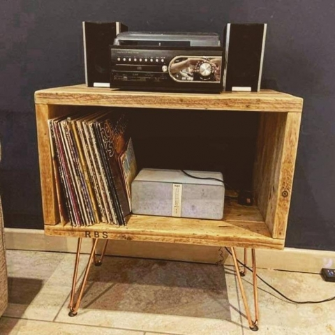 Record player unit with copper legs