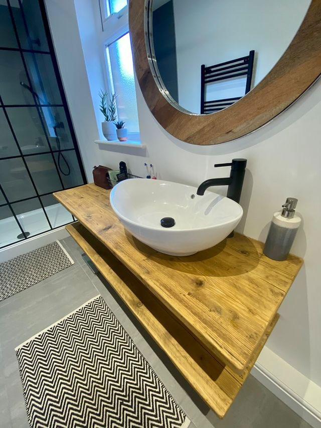 Bathroom sink unit using reclaimed wood