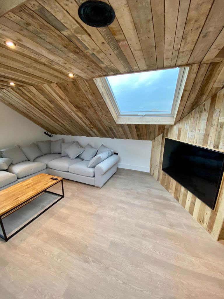 """Pallet ceiling & TV wall at """"The Oaks"""" Durley"""