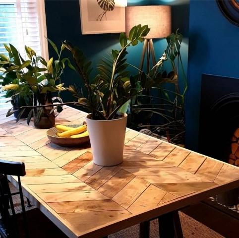 Pallet wood chevron table